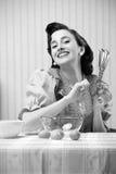 Ama de casa en la cocina Foto de archivo libre de regalías