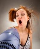 Ama de casa que canta con el secador de pelo Imágenes de archivo libres de regalías