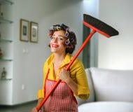 Ama de casa sonriente Imagen de archivo libre de regalías