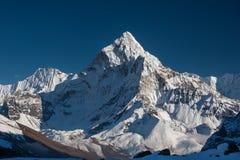 Amadablam maximum i den Khumbu dalen i Nepal, Himalayas Royaltyfri Bild