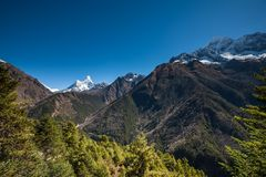 Amadablam maximum i den Khumbu dalen i Nepal, Himalayas Arkivbilder