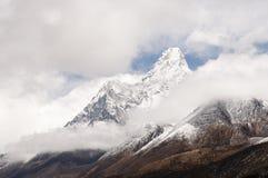 amadablam nepal Arkivfoton