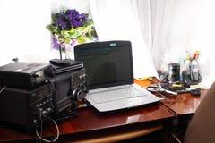 Amador de rádio do local de trabalho imagem de stock