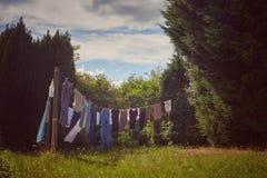 Amadureça a mulher que faz a lavanderia Imagem de Stock