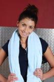 Amaestrador de la aptitud de la mujer en la gimnasia Foto de archivo libre de regalías
