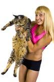 Amaestrador de la aptitud y un gato gordo Fotografía de archivo
