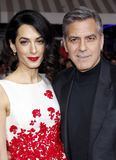 Amal Clooney und George Clooney Stockbild