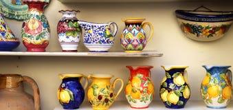 Amalfi brzegowy ceramiczny naczynie fotografia royalty free