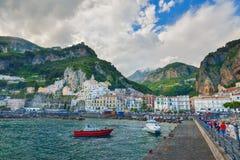 Amalfi, ITALIË - JUNI 01: Amalfi Haven in Amalfi, Italië op 01 Juni, 2016 Royalty-vrije Stock Afbeelding