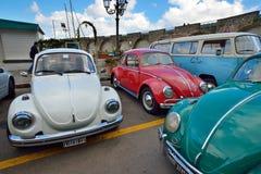 Amalfi ITALIEN - JUNI 01: Volkswagen Beetle klubbasammankomst på Amalfi, Italien på Juni 01, 2016 Arkivbilder