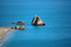 Amalfi Kust - Rotsen bij sul het Strand van de Merrie Vietri Royalty-vrije Stock Fotografie