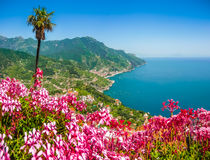 Amalfi Kust van de tuinen van Villarufolo in Ravello, Campania, Italië Stock Afbeeldingen