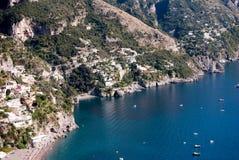 Amalfi kusthalvö Arkivbild