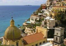 Amalfi kustlinje som förbiser Positano Arkivfoton