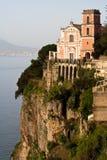 amalfi kyrklig kust Arkivfoto