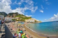 Amalfi WŁOCHY, CZERWIEC, - 01: Amalfi miasta plaża, Włochy na Czerwu 01, 2016 Zdjęcie Stock