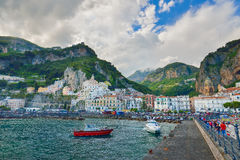 Amalfi WŁOCHY, CZERWIEC, - 01: Amalfi port przy Amalfi, Włochy na Czerwu 01, 2016 Obraz Royalty Free