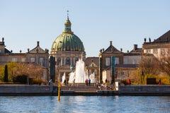 Amalienborg,弗雷德里克` s教会,叫作大理石教会和基督徒VII ` s宫殿 免版税图库摄影