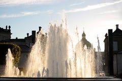 在Amalienborg宫殿前面的喷泉 库存图片