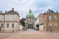 Amalienborg-Palast-und Marmor-Kirchen-Haube in Kopenhagen Lizenzfreie Stockbilder