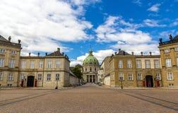 Amalienborg slott och Marmorkirken i Köpenhamnen, Danmark Royaltyfri Fotografi