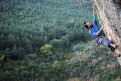 Amalio Roda, der in Vadiello klettert Stockbilder