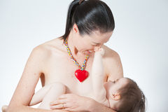 Amamentação da mãe Fotos de Stock