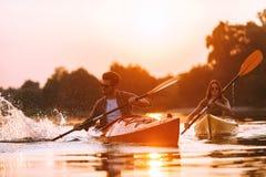 Aman el kayaking juntos Fotografía de archivo libre de regalías