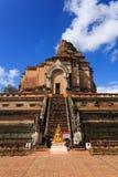Łamana ceglana pagoda pod niebieskim niebem Fotografia Royalty Free