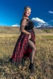 Amanda draagt Rood Zaalmeisje het Westelijke Kostuum op historische Laatste  stock foto