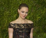 Amanda Seyfried Arrives no @015 Tony Awards fotos de stock royalty free