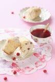 Amandel Cherry Muffins Stock Afbeelding