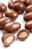 Amandelen in chocolade Stock Foto's