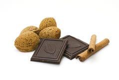 Amandelen, chocolade en kaneel Royalty-vrije Stock Fotografie
