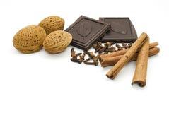 Amandelen, chocolade en kaneel Royalty-vrije Stock Foto