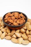 Amandelen in een kom, snacks van noten royalty-vrije stock foto