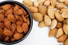 Amandelen in een kom, snacks van noten Royalty-vrije Stock Afbeelding