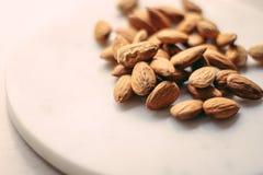amandelen - kruiden en ingrediënten gestileerd concept stock foto's