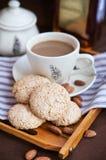 Amandelkoekjes en kop van koffie Royalty-vrije Stock Foto