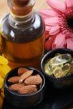 Amandes et capsules d'huile photographie stock