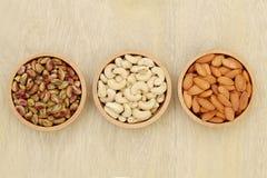 Amandes, noix de cajou, pistache photographie stock libre de droits