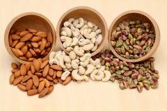 Amandes, noix de cajou, pistache photographie stock