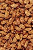 Amandes rôties par sucre comme fond Photographie stock libre de droits