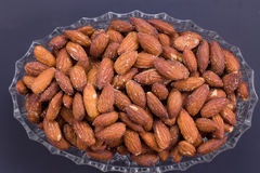 Amandes rôties salées Photos stock