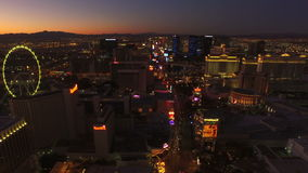 Amanecer aéreo de la tira del paisaje urbano de Las Vegas almacen de video