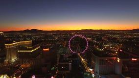 Amanecer aéreo de la tira del paisaje urbano de Las Vegas metrajes