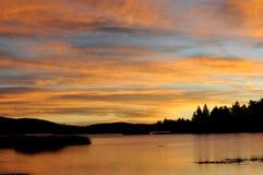 Amanecer anaranjado del lago Fotos de archivo libres de regalías
