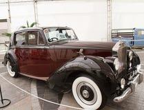 Amanecer de plata de Rolls Royce 2.997 centímetros cúbicos, coches de la vendimia imagen de archivo
