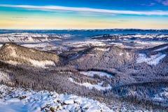 Amanecer del invierno en las montañas Fotografía de archivo libre de regalías