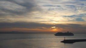 Amanecer en el mar balear Palma de Majorca, España almacen de metraje de vídeo